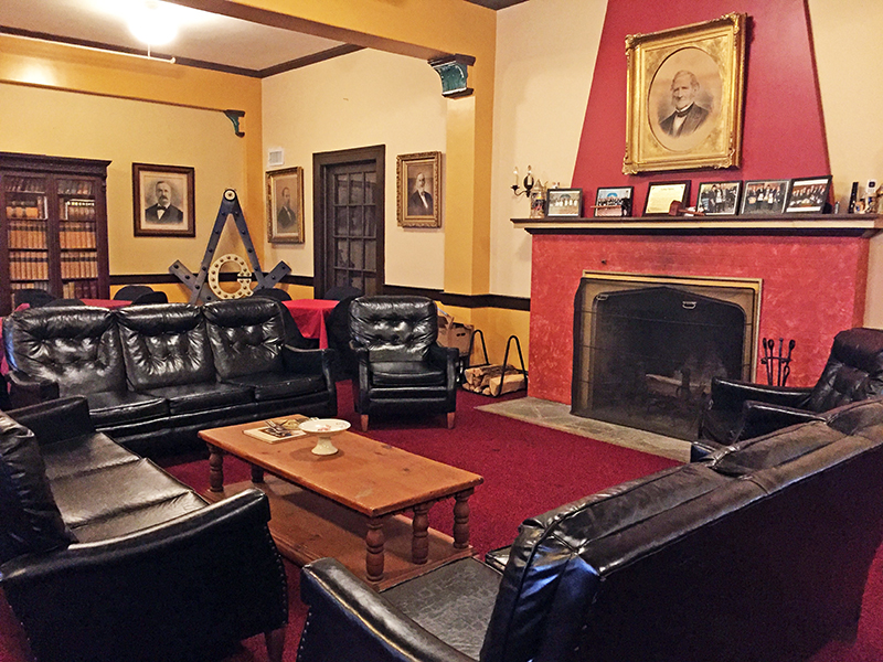 EZBates Lodge interior small
